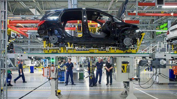 Business Class: mekkora bajban van az autóipar és mik lehetnek a jövő járművei?