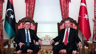 Le président turc Recep Tayyip Erdogan et le Premier ministre libyen Fayez al-Sarraj