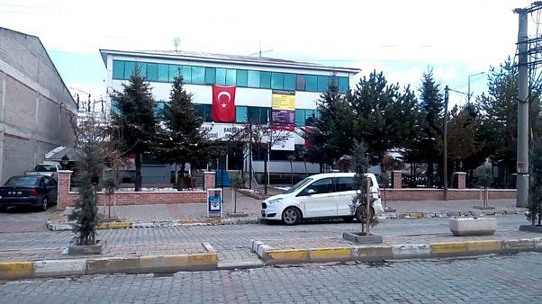 Van'ın Muradiye ve Özalp belediye başkanları ile eş başkanları gözaltına alındı