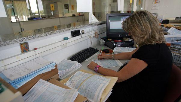 Πρωταθλήτρια στη φορολογία η Ελλάδα σύμφωνα με την έκθεση του ΟΟΣΑ