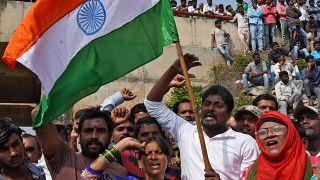 Manifestants satisfaits après la mort des 4 suspects