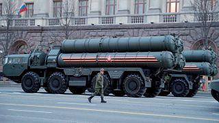 """تتألف منظومة الدفاع الجوي """"إس-400"""" من ثلاث وحدات أساسية: رادار متقدم، مركز القيادة، ووحدة إطلاق الصواريخ (الصورة)"""