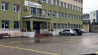 Kız öğrencilerin etek boyunu ölçtüğü iddia edilen Siirt Kurtalan Anadolu Lisesi Müdürü açığa alındı