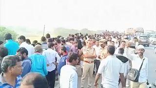 Szexuális bűncselekmény gyanúsítottjait lőtték le rendőrök Indiában