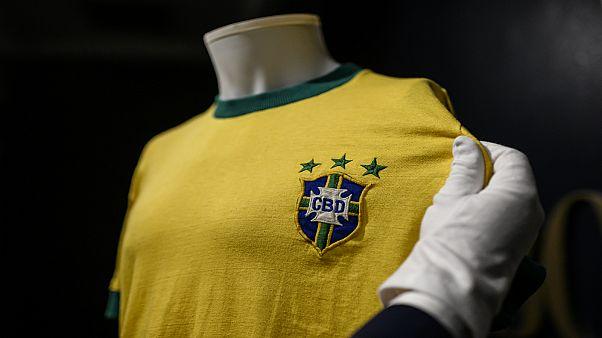 قميص اللاعب البرازيلي أبي بيله