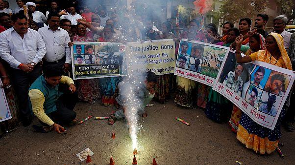 چرا بسیاری از هندیها پلیس را برای کشتن متهمان به تجاوز تشویق کردند؟