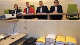 Paris istinaf mahkemesi Suriye'ye giden 2 IŞİD üyesine verilen mahkumiyeti düşürdü