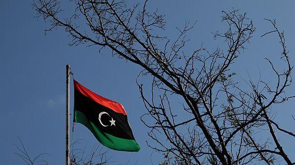 Libya'nın Atina Büyükelçiliğindeki bayrağı