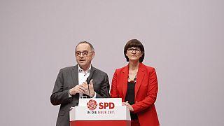 SPD eş genel başkanlıklarına Norbert Walter-Borjans ve Saskia Esken seçildi