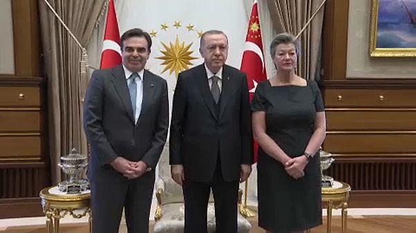 Για το προσφυγικό συζήτησαν Σχοινάς και Γιόχανσον με τον Ερντογάν