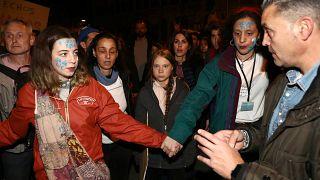 """Há muitas """"Gretas"""" em Madrid: Jovens viajam até à capital pelo clima"""