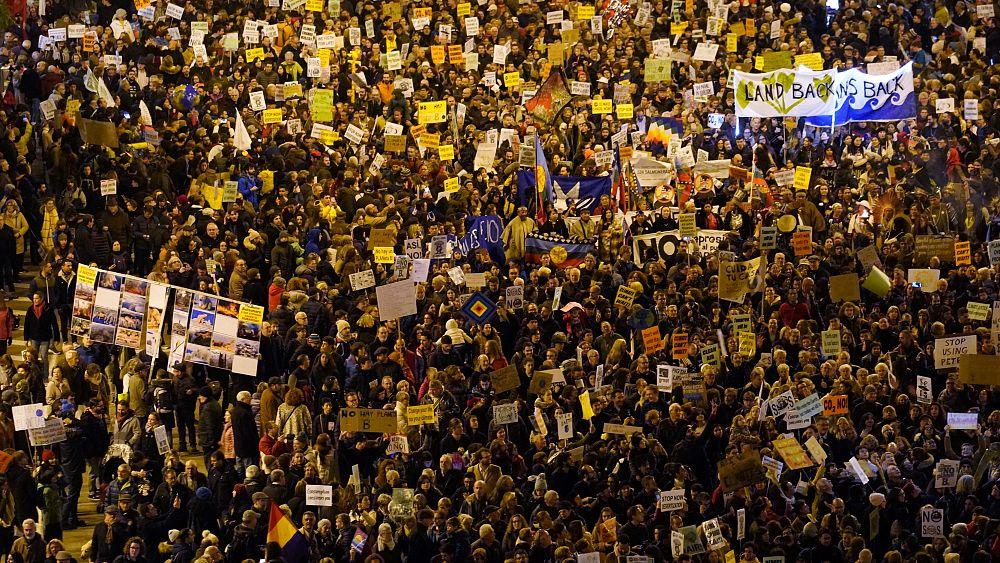 'Başka bir dünya yok': İspanya'da iklim değişikliğine karşı 100 binlik yürüyüş