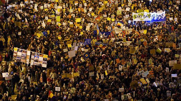Tausende sind zu den Demonstrationen in Madrid gekommen