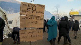 شاهد: الأوضاع البائسة في مخيم للمهاجرين في البوسنة قررت السلطات إزالته