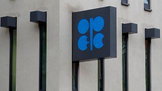 السعودية وروسيا تنجحان في زيادة تخفيضات إنتاج النفط بمقدار 500 ألف برميل يوميا