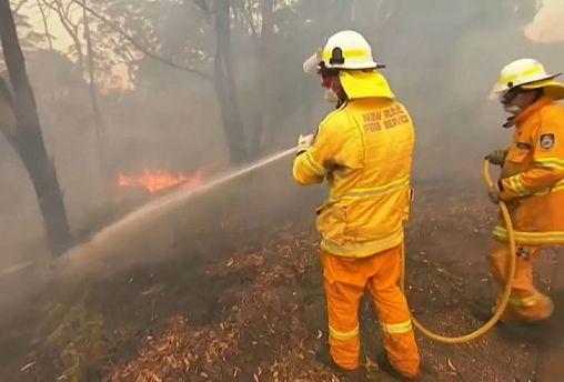 Австралия: огненный смерч уничтожил город