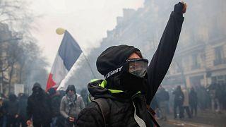 Fransa'da emeklilik reformuna karşı genel greve gidildi