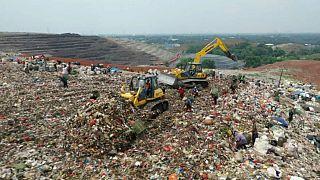 Endonezya'daki çöp dağları küresel ısınma için ciddi tehdit oluşturuyor