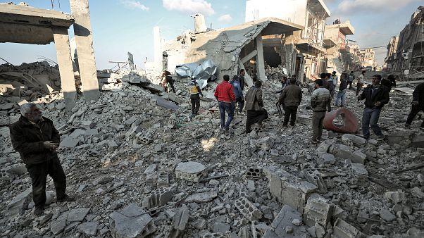 جانب مما خلفه القصف الجوي الروسي في سوق شعبي ببلدة بليون شمال غرب محافظة إدلب. 07/12/2019
