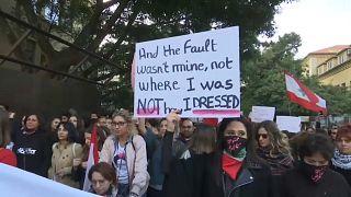Nők tüntettek a szexuális zaklatás ellen Libanonban