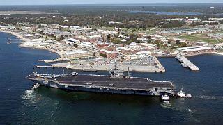 حاملة طائرات أميركية تصل إلى قاعدة بنساكولا في فلوريدا