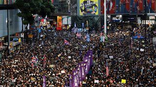 شاهد: مسيرات أسطورية وبحر من المتظاهرين في مرور ستة أشهر على احتجاجات هونغ كونغ