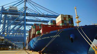 Çin'in kasım ayında ihracatı beklenmedik bir şekilde düşerken, ithalatında ise önemli artış görüldü