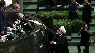 حسن روحانی بودجه سال ۹۹ را تحویل مجلس داد