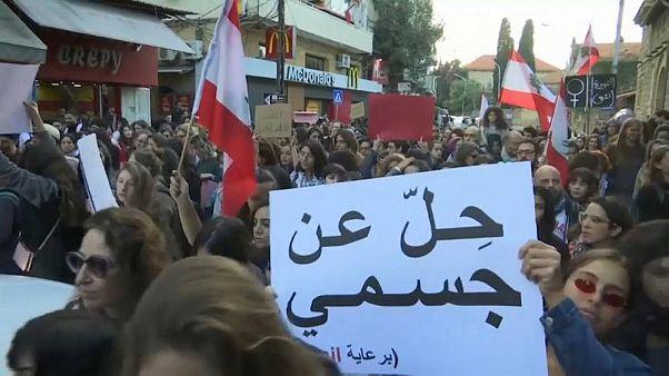 زنان لبنانی در تظاهرات علیه آزار جنسی؛ ما بخشی از انقلاب هستیم