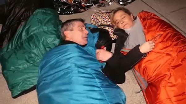 Dormir dehors en solidarité avec les SDF à Madrid