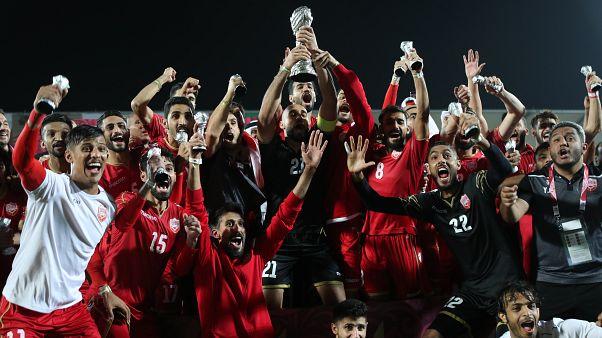 عناصر منتخب البحرين لكرة القدم يحتفلون بإحرازهم أول كأس خليجية - الدوحة 2019/12/08