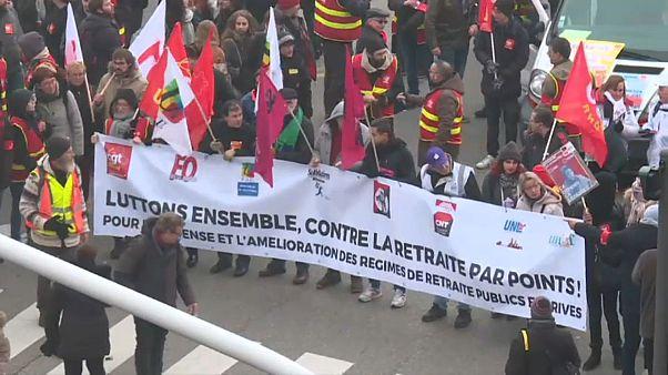Scioperi in agguato in Francia e i sindacati aspettano Macron al varco