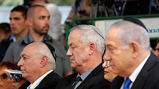 رئيس هيئة أركان الجيش الإسرائيلي السابق بيني غانتس ورئيس الوزراء الإسرائيلي بنيامين نتنياهو