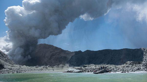 Új-zélandi vulkánkitörés: nyolc embert még keresnek