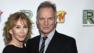 """Sting e a mulher Trudie Styler à entrada para a celebração da Fundação """"Rainforest"""""""