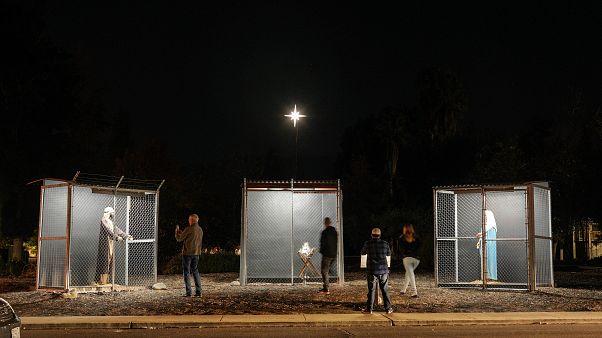 ABD-Meksika sınırındaki aile dramı: Hz. İsa'nın doğum sahnesi demir kafesler içinde sergilendi