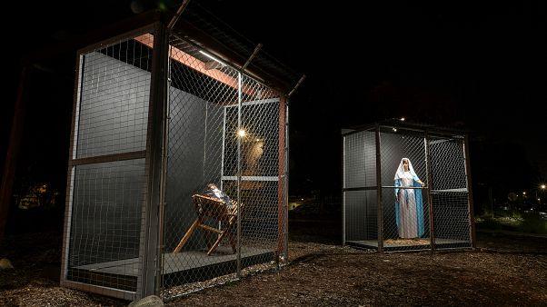 شاهد: مغارة عيد الميلاد تخرج من الكنيسة إلى الشارع
