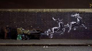 Ismét az éj leple alatt alkotott Banksy, graffitije a karácsonyt állítja középpontba