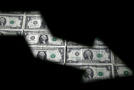 عقبگرد عصرانه دلار در بازار تهران؛ بانک مرکزی شتاب نرخ ارز را مهار کرد