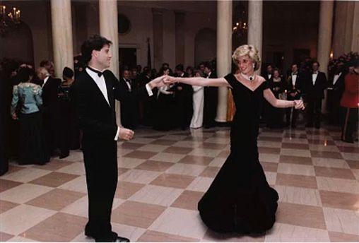 """Famoso vestido """"Travolta"""" da Princesa Diana sem comprador"""