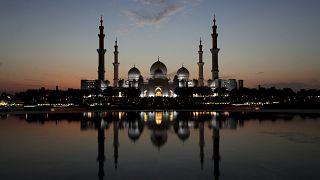 Anket: Arap dünyasının çoğunluğu dinin siyasette kullanılmasına karşı