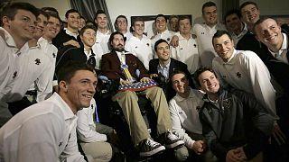 بيت فريتس مع أعضاء فريق البيسبول في بوسطن بالولايات المتحدة الأمريكية