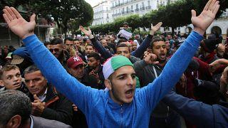 """""""ستعيد النظام"""".. طلاب جزائريون في فرنسا يرفضون المشاركة في الانتخابات"""