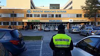 El autor de la masacre en un hospital checo creía que iba a morir y nadie le quería curar