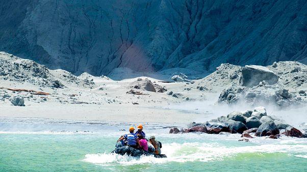 Yeni Zelanda'nın doğu kıyısında yer alan Beyaz Ada'daki Whakaari Yanardağı