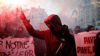 اعتراضها به طرح دولت ماکرون؛ تداوم اعتصاب و تظاهرات در فرانسه
