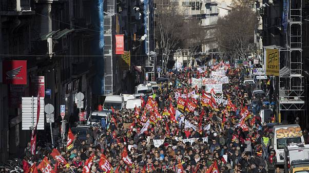 CGT sendika üyeleri Marsilya sokaklarında