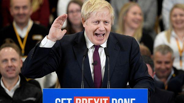 رئيس الوزراء البريطاني بوريس جونسون خلال محطة من حملته الانتخابية