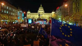 Ismét tízezrek tüntettek Andrej Babiš távozását követelve Prágában