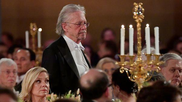 Peter Handke recoge el Nobel de Literatura entre críticas y protestas